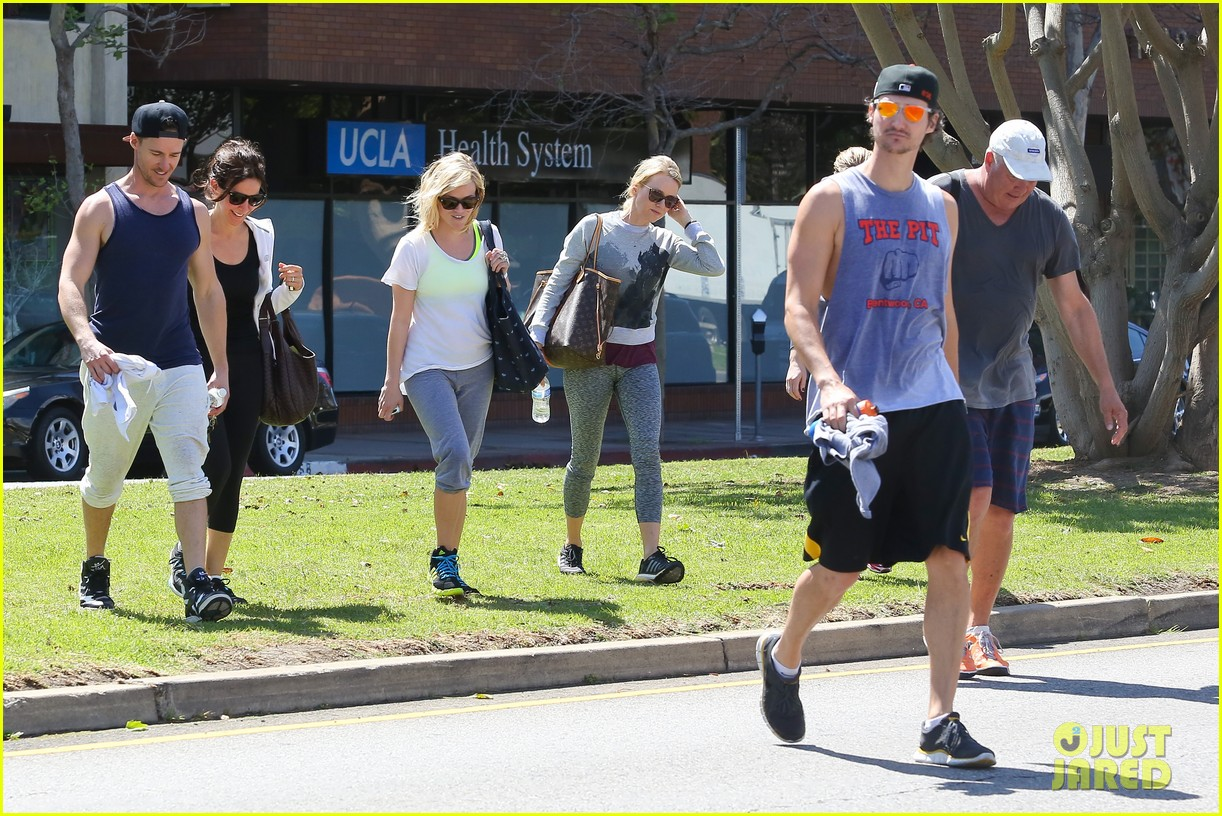 reese witherspoon naomi watts yoga partners 263079156