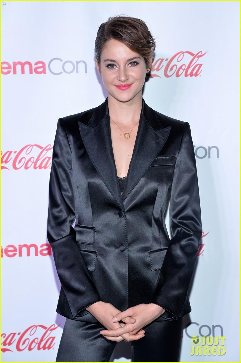 shailene woodley cinemacon female star of tomorrow 13