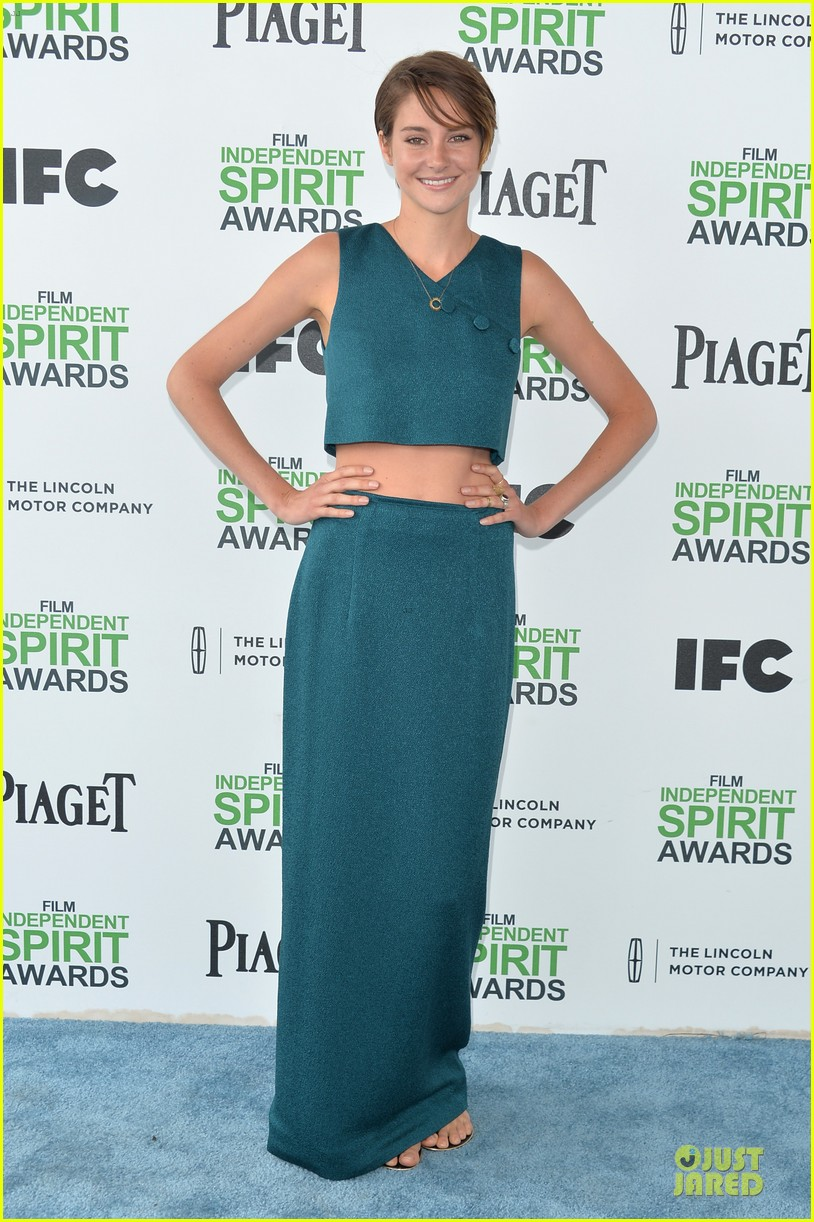 shailene woodley hangs loose with her midriff at independent spirit awards 03