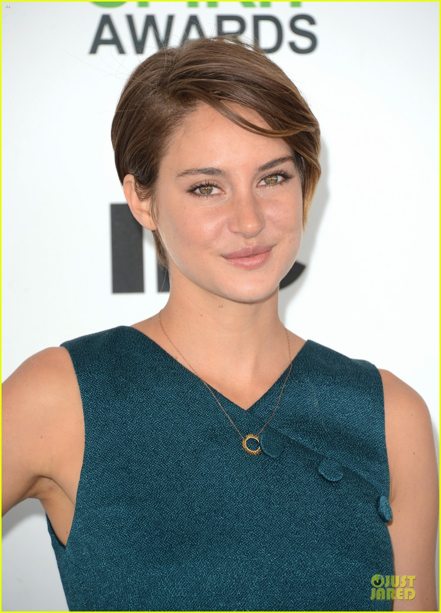 shailene woodley hangs loose with her midriff at independent spirit awards 043062883