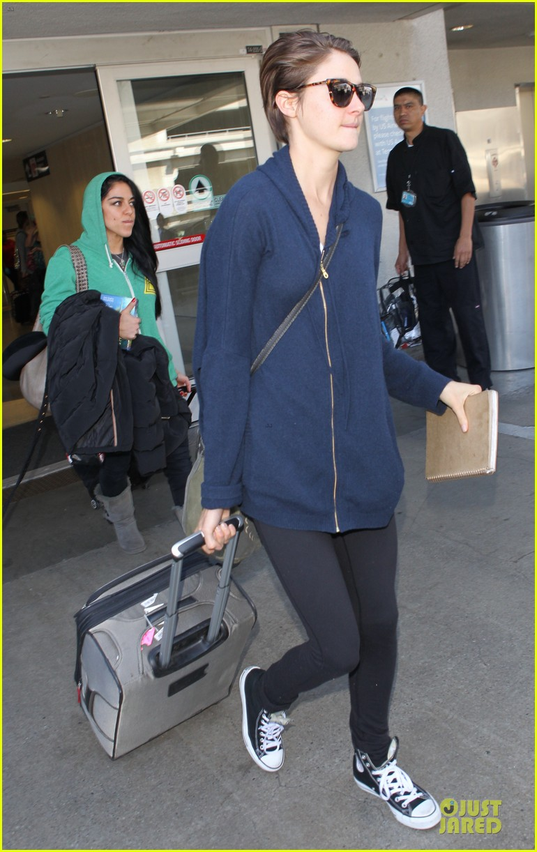 shailene woodley theo james lax airport with sunglasses 03