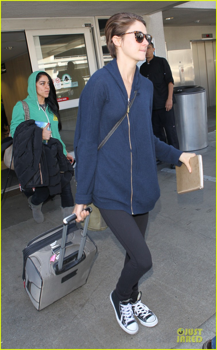 shailene woodley theo james lax airport with sunglasses 063072430