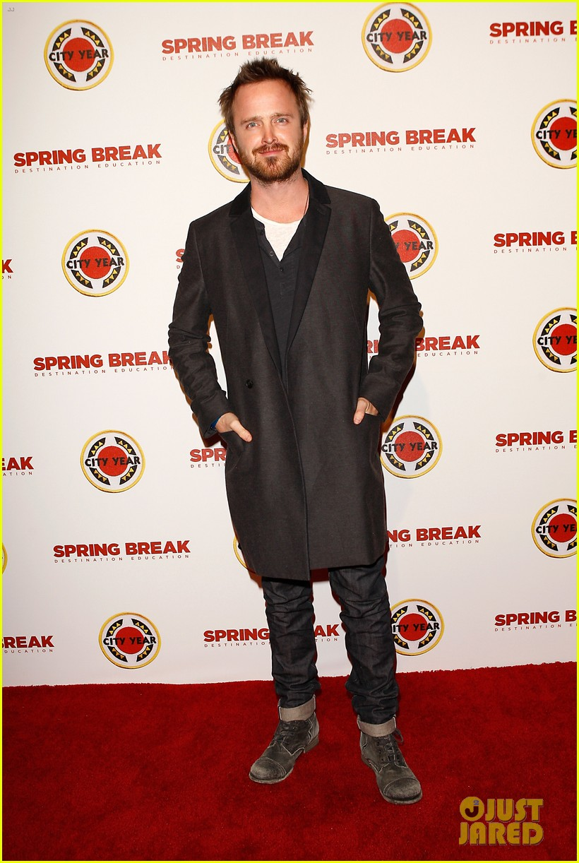 aaron paul betsy brandt reunite city year los angeles 053095608
