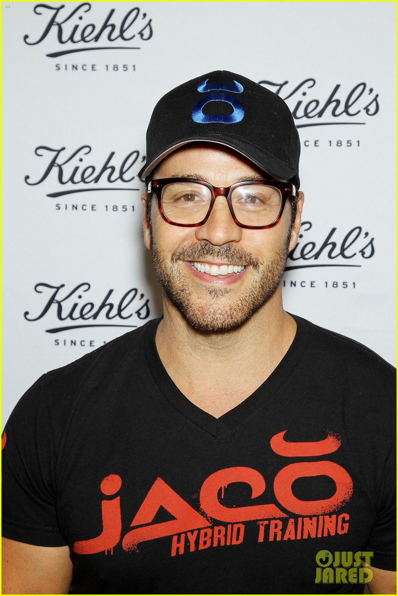 entourage jeremy piven nina agdal reunite for cycling fun 04