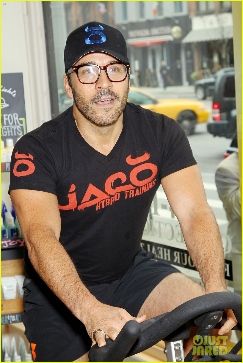 entourage jeremy piven nina agdal reunite for cycling fun 24