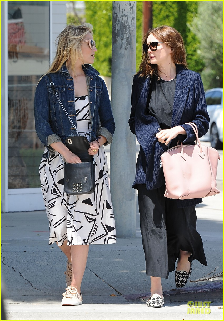 dianna agron carey mulligan meet up for lunch 01