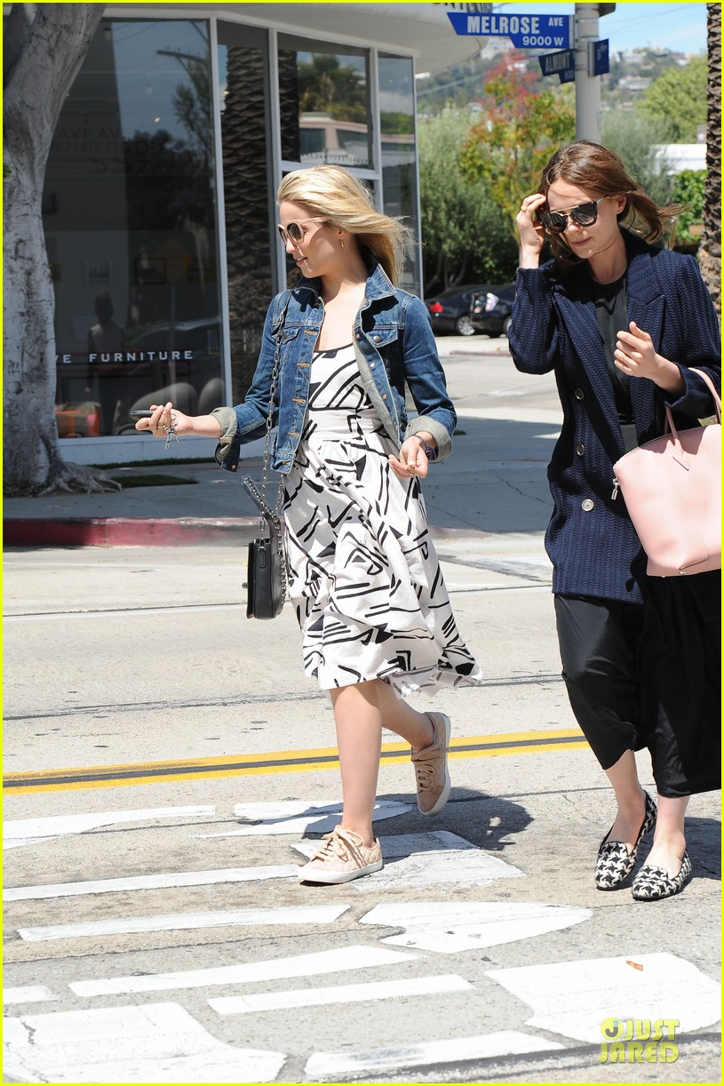 dianna agron carey mulligan meet up for lunch 03
