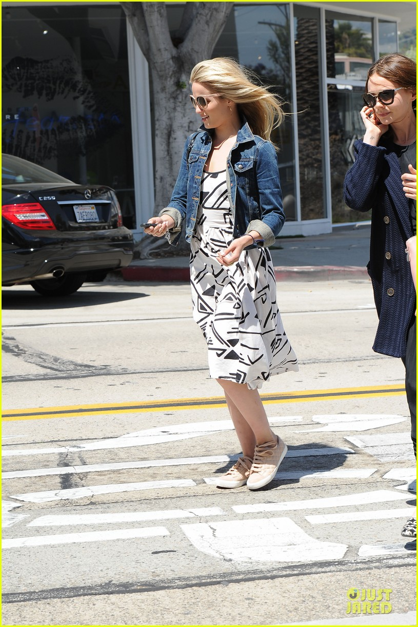 dianna agron carey mulligan meet up for lunch 11