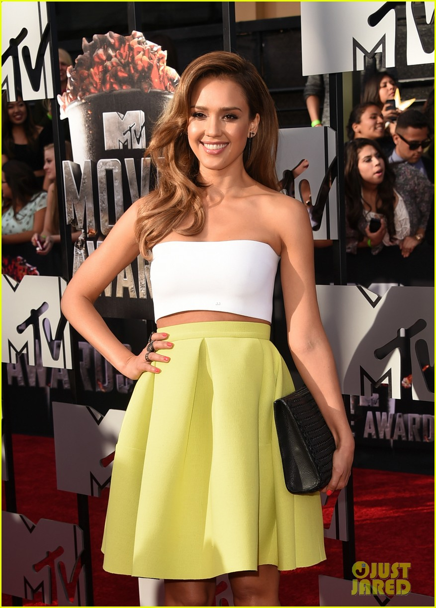 jessica alba shows some skin at mtv movie awards 2014 013091173