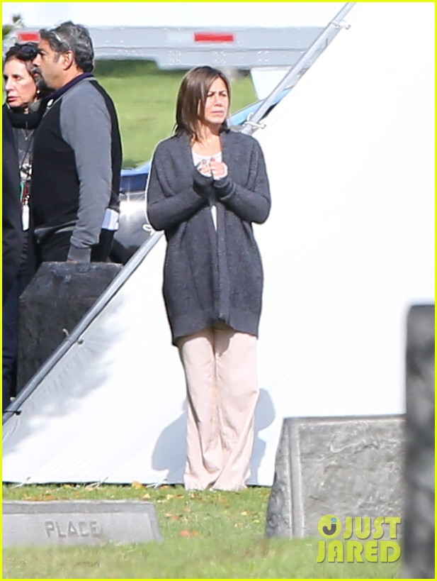 jennifer aniston begins filming cake in a grave yard 14