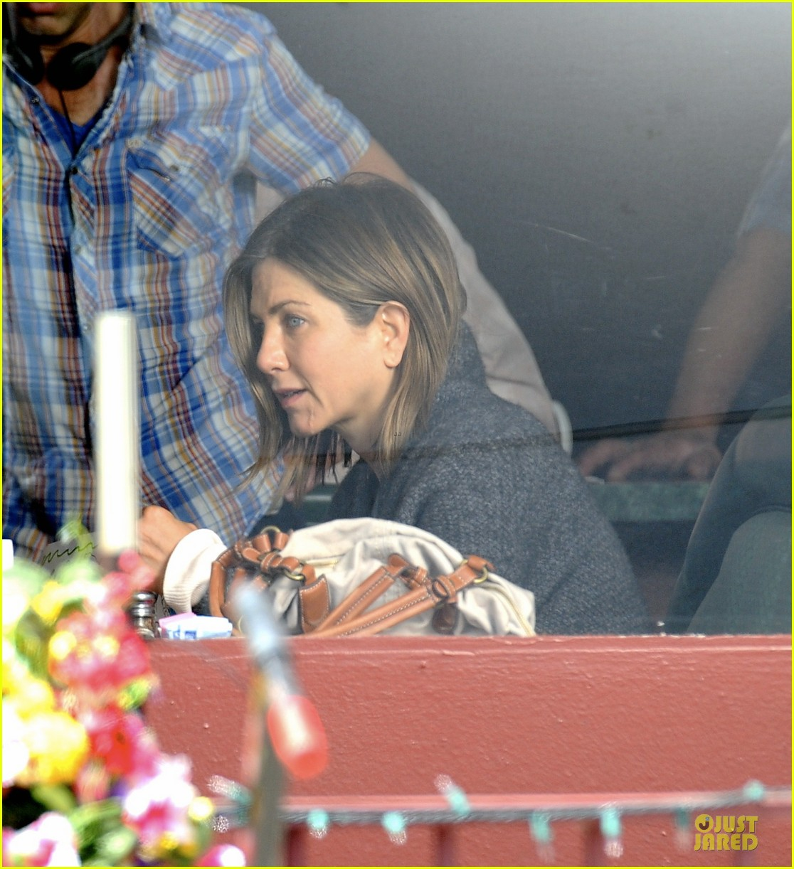 jennifer aniston anna kendrick grab anything but cake 02