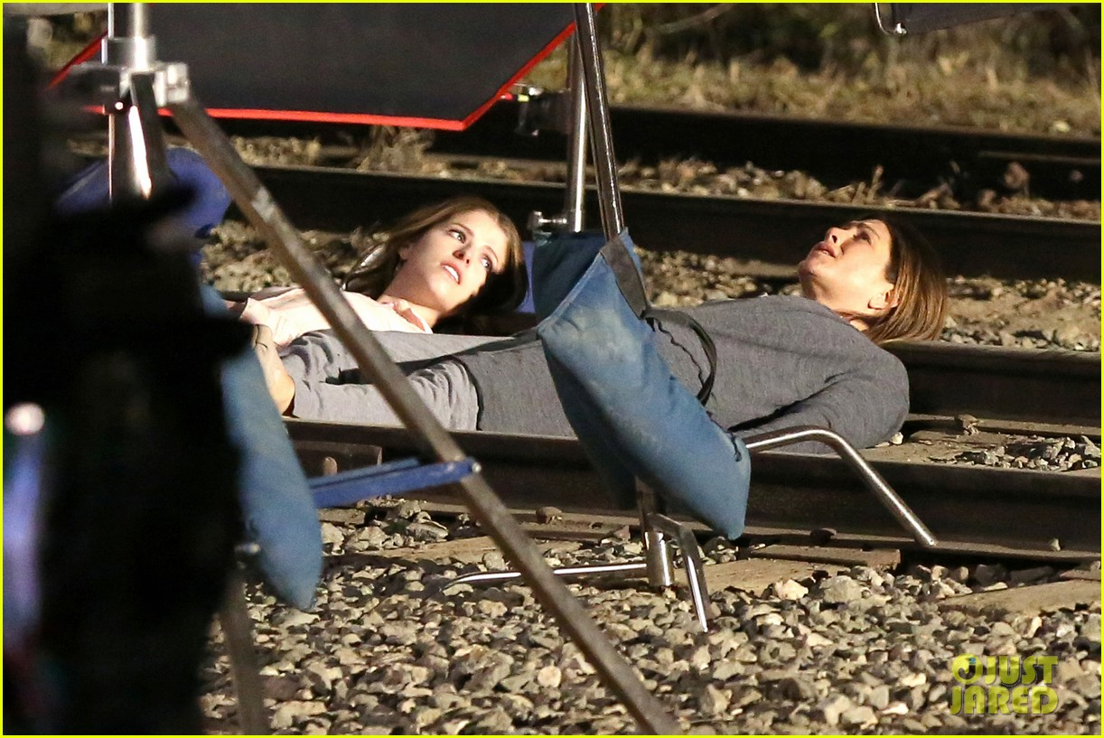 jennifer aniston anna kendrick get emotional lying on train tracks for cake 07