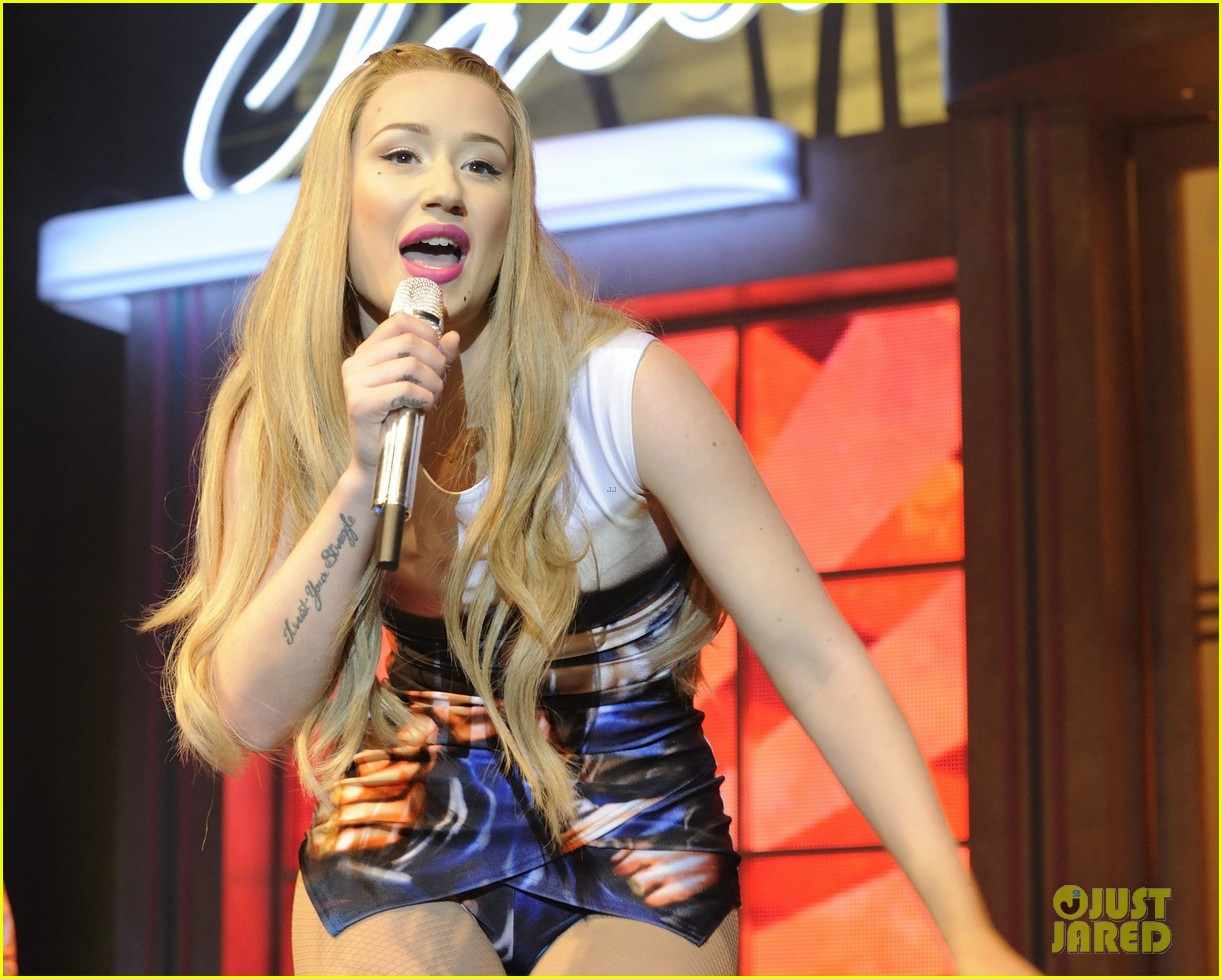 iggy azalea opens up about her sexuality 16
