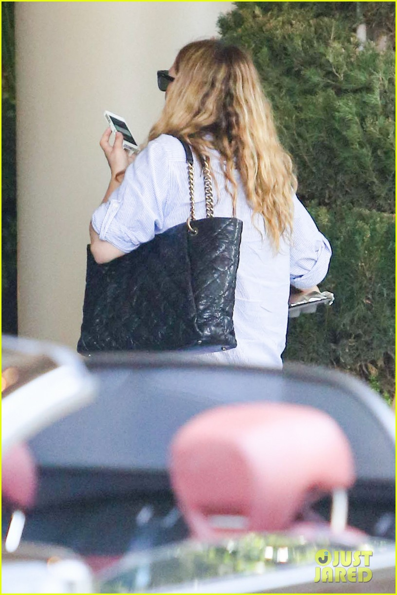 pregnant drew barrymore pop any day now 04