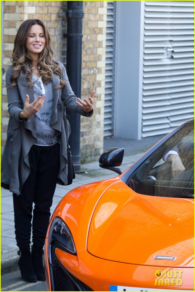 kate beckinsale films absolutely anything with a really nice car 073093293