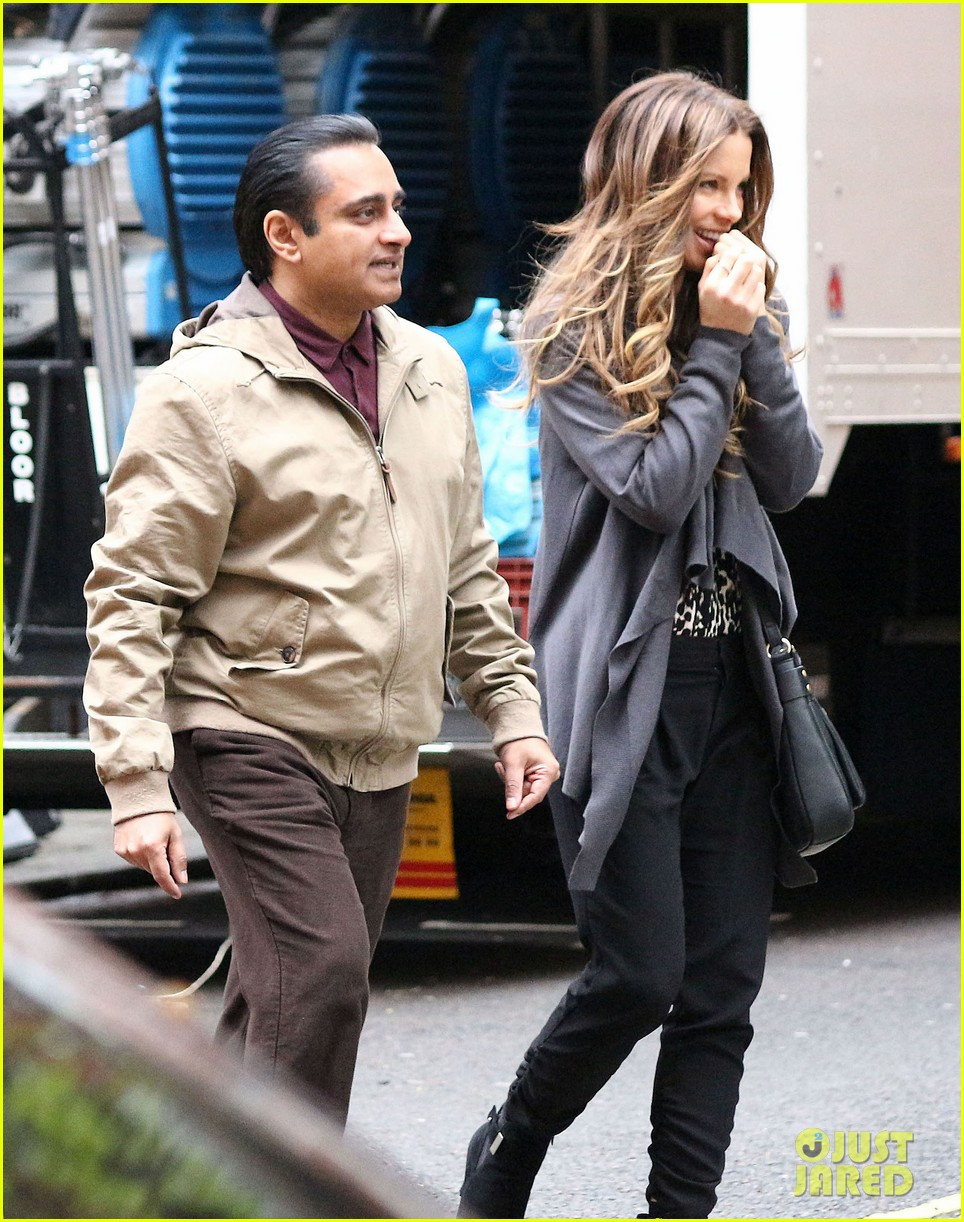kate beckinsale gets the giggles on absolutely anything set 09