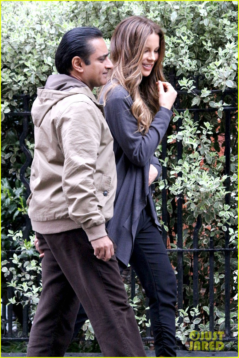 kate beckinsale gets the giggles on absolutely anything set 103097618
