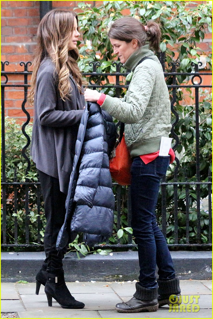 kate beckinsale gets the giggles on absolutely anything set 123097620
