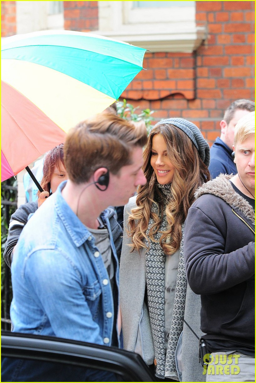 kate beckinsale gets the giggles on absolutely anything set 13