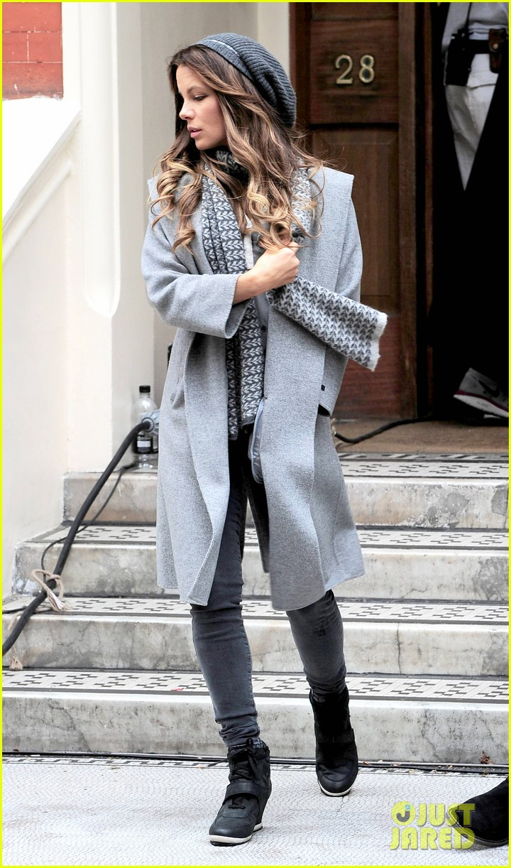 kate beckinsale gets the giggles on absolutely anything set 14