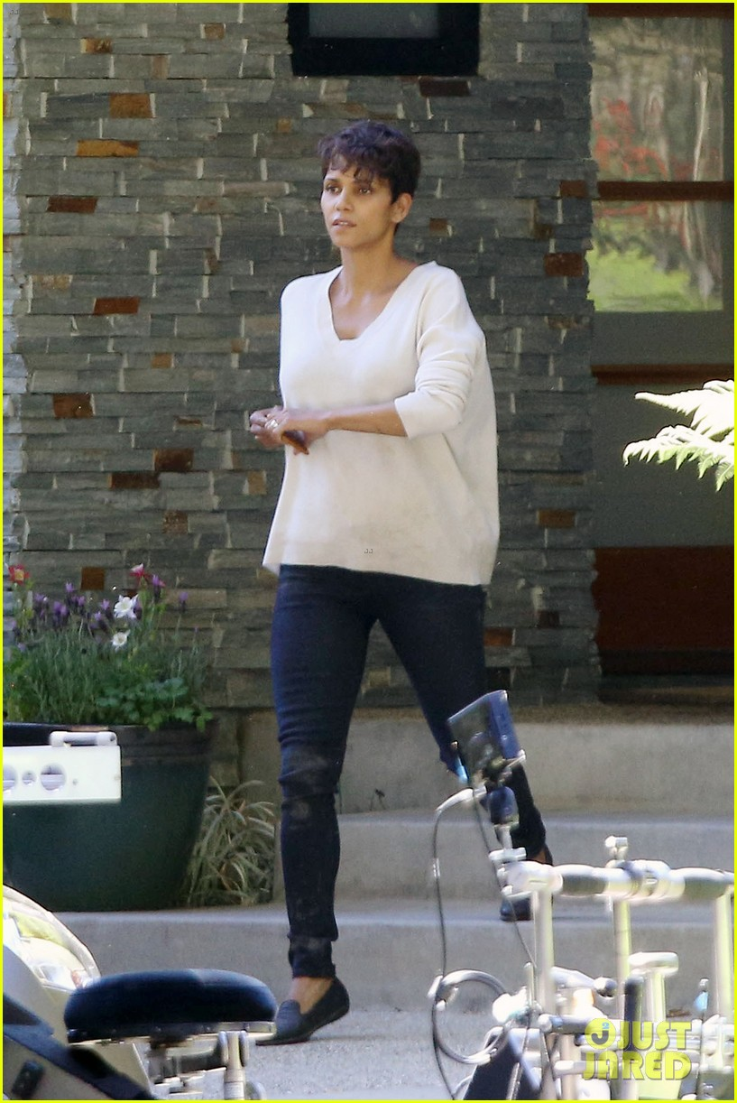 halle berry extant gains greys anatomy star 01