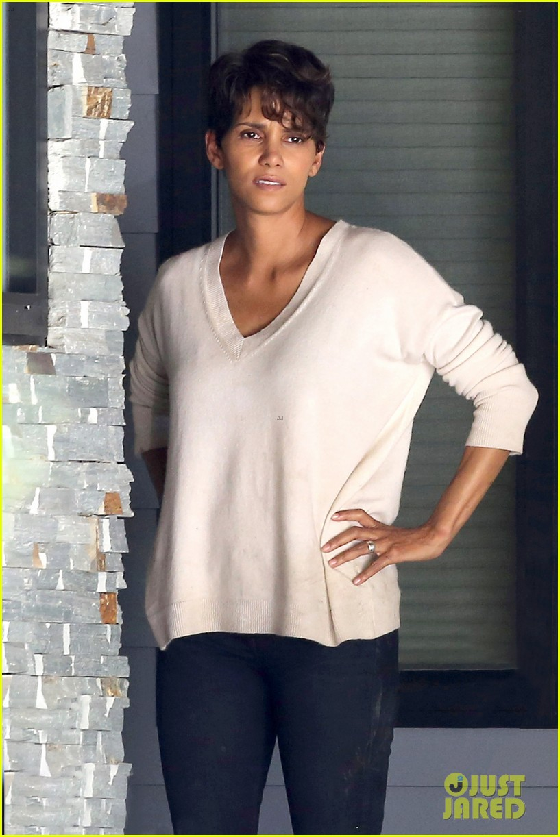halle berry extant gains greys anatomy star 043088010