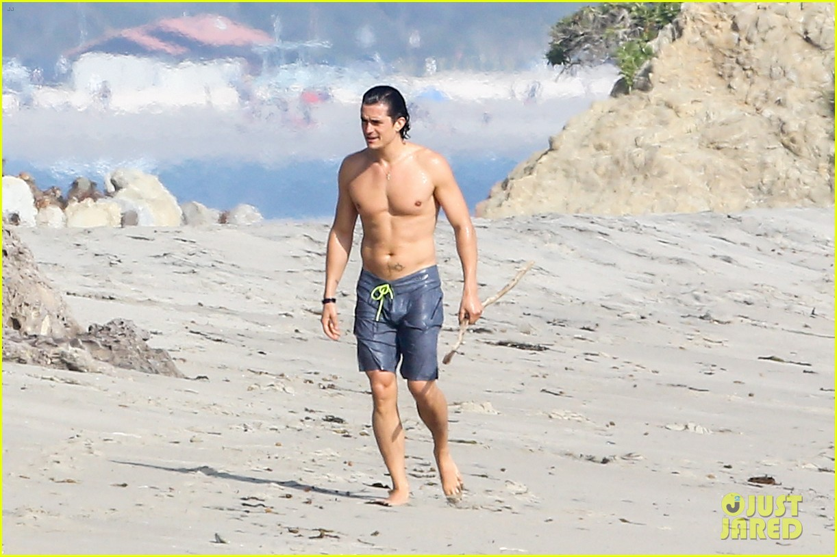 orlando bloom shirtless beach body 273096209