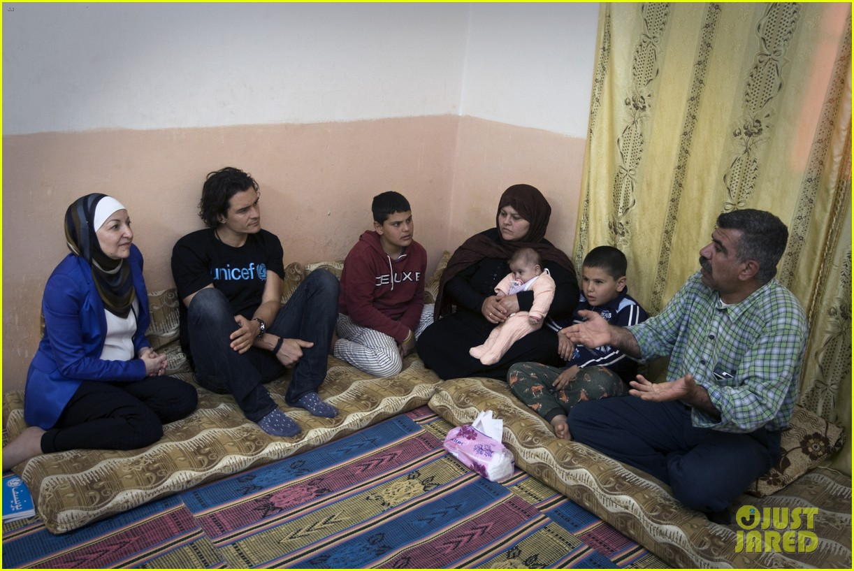 orlando bloom visits syrian refugees in jordan 06