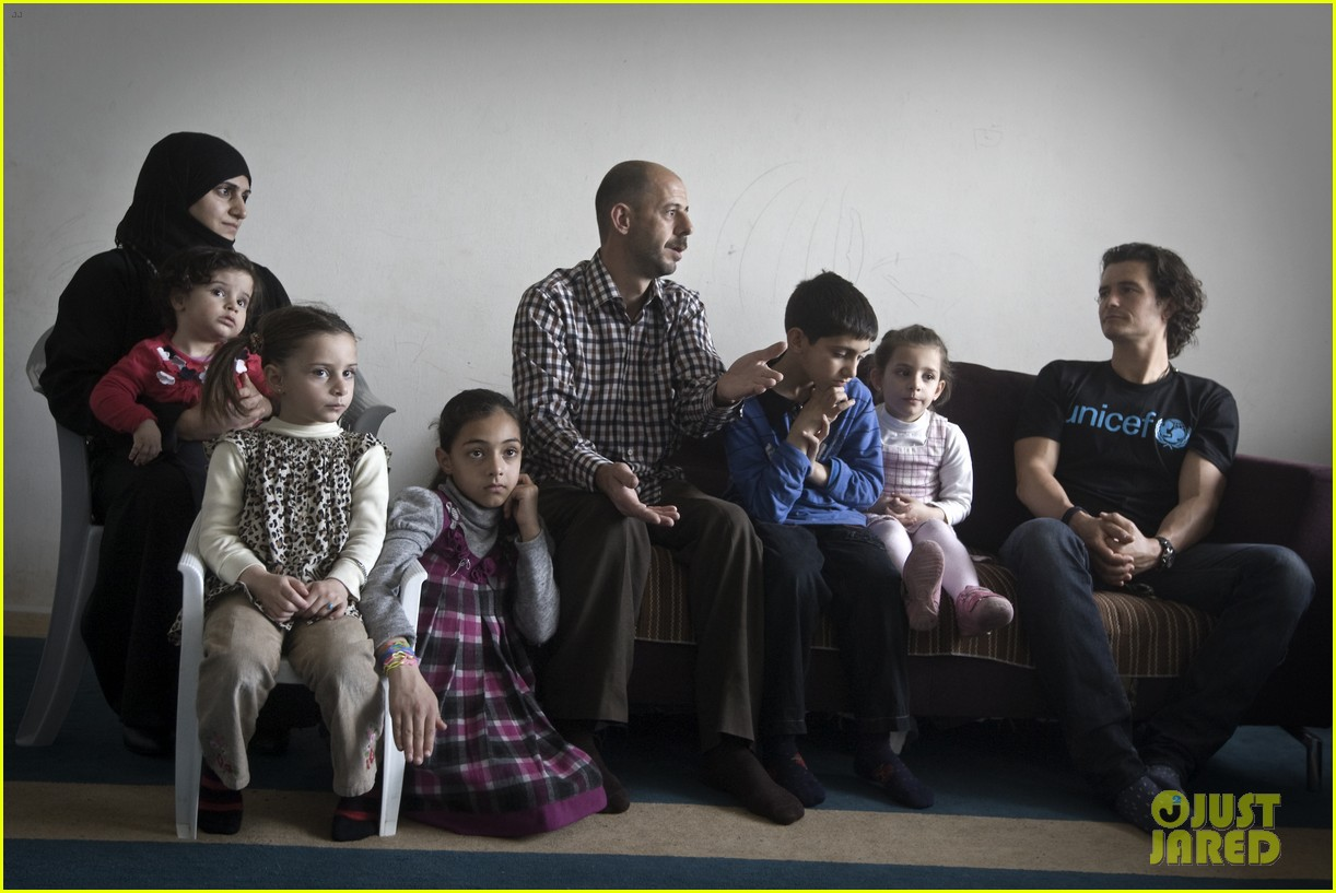 orlando bloom visits syrian refugees in jordan 073091854