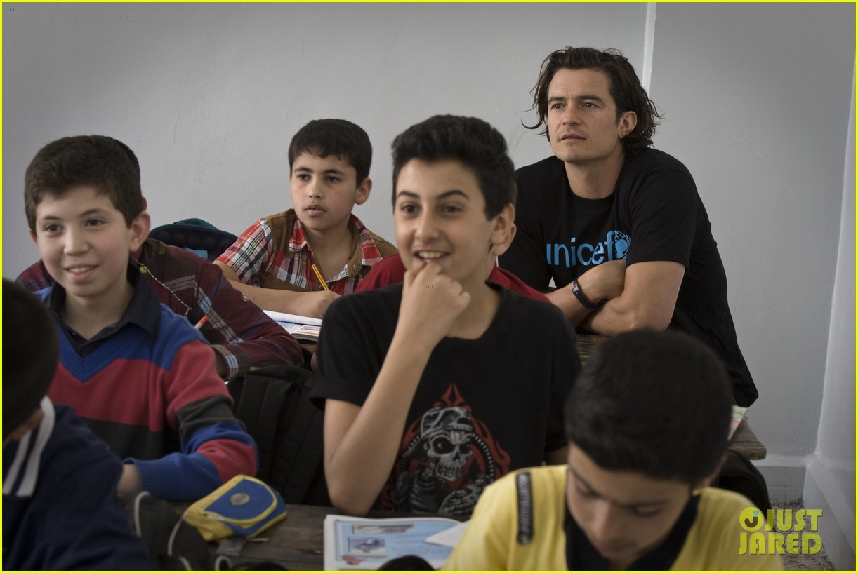 orlando bloom visits syrian refugees in jordan 10