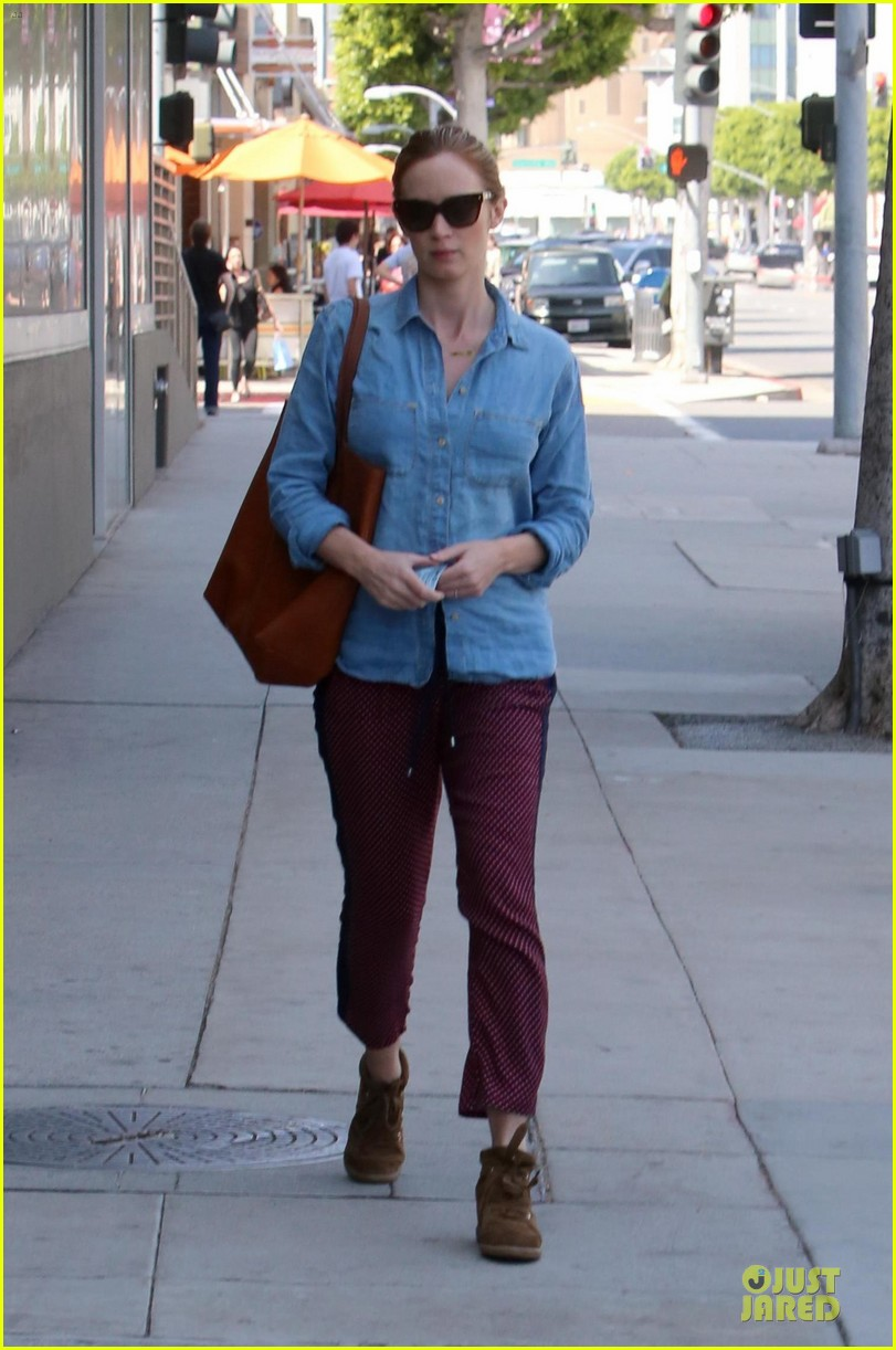 emily blunt denim shirt perfect mix 073093672