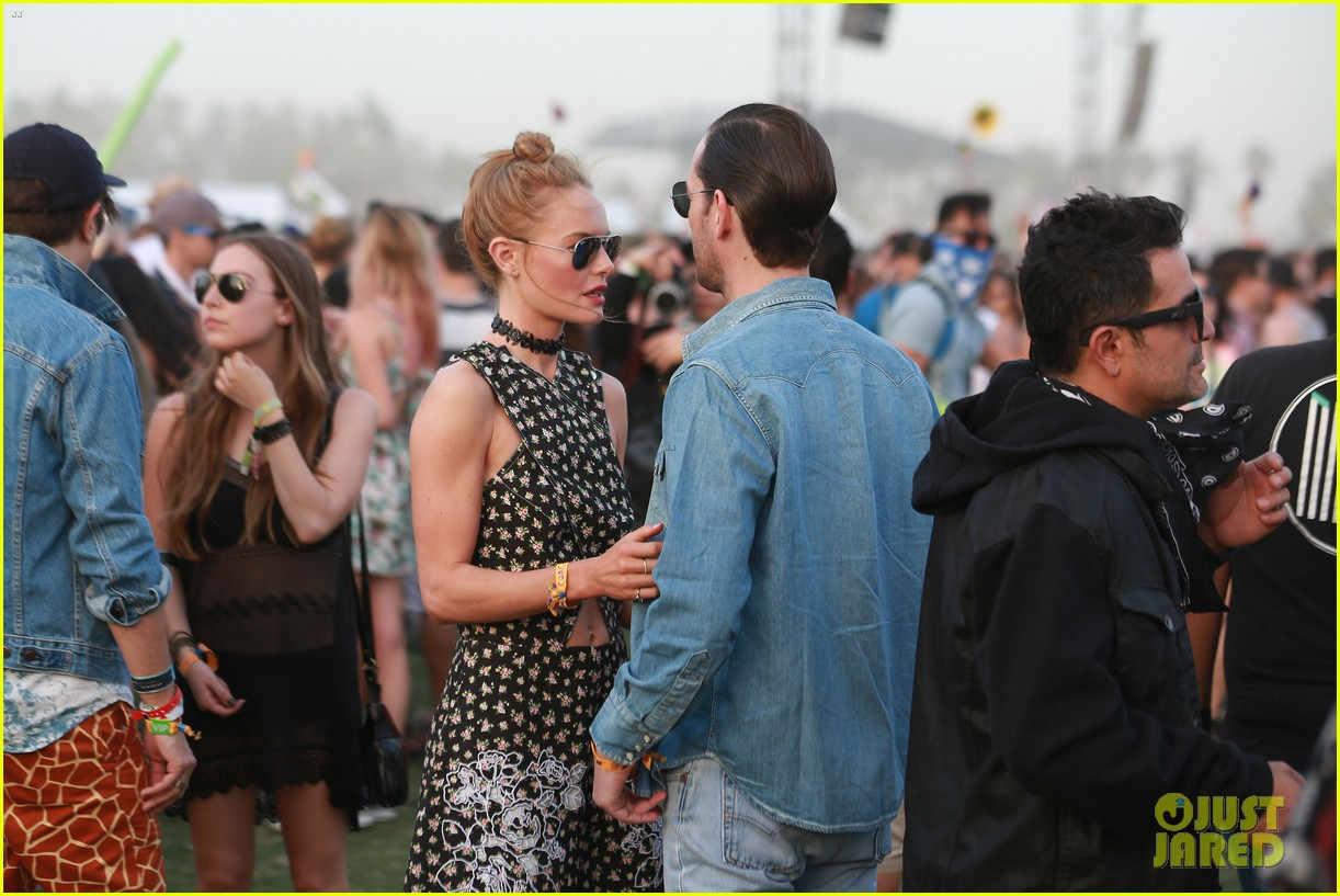 kate bosworth michael polish display pda at coachella 02