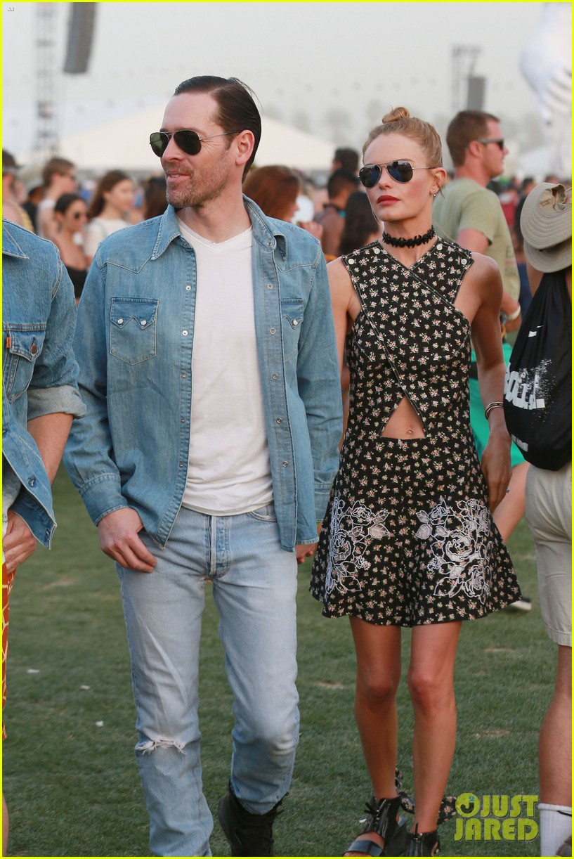 kate bosworth michael polish display pda at coachella 08