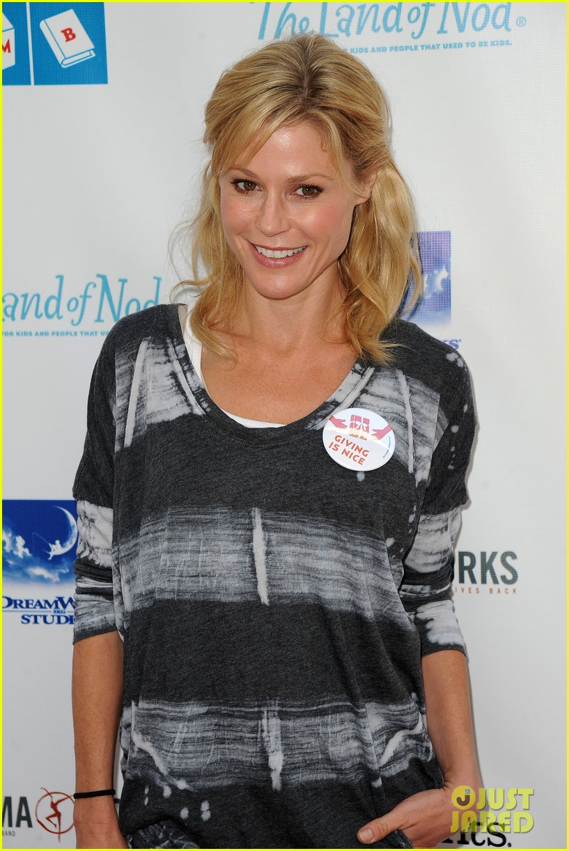 julie bowen josh dallas milk bookies event 07
