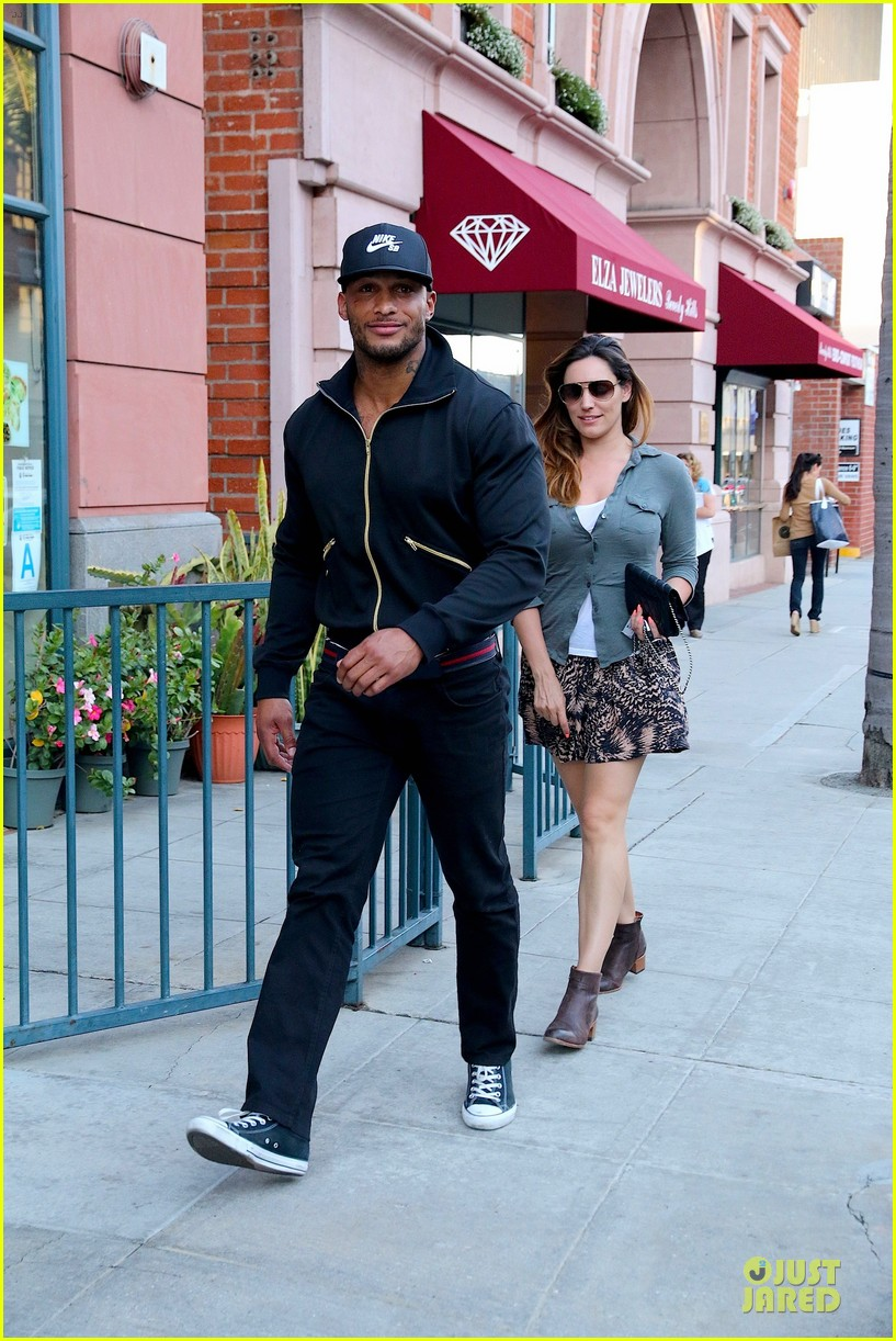 kelly brook holds david mcintosh huge arms 01