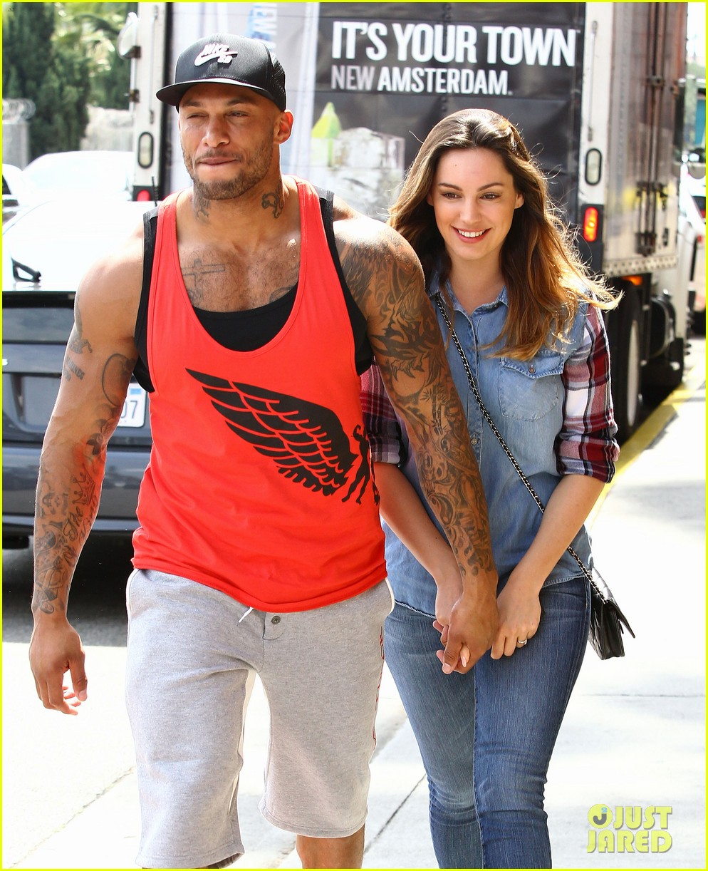 kelly brook boyfriend loves showing off beefed up body 103084818