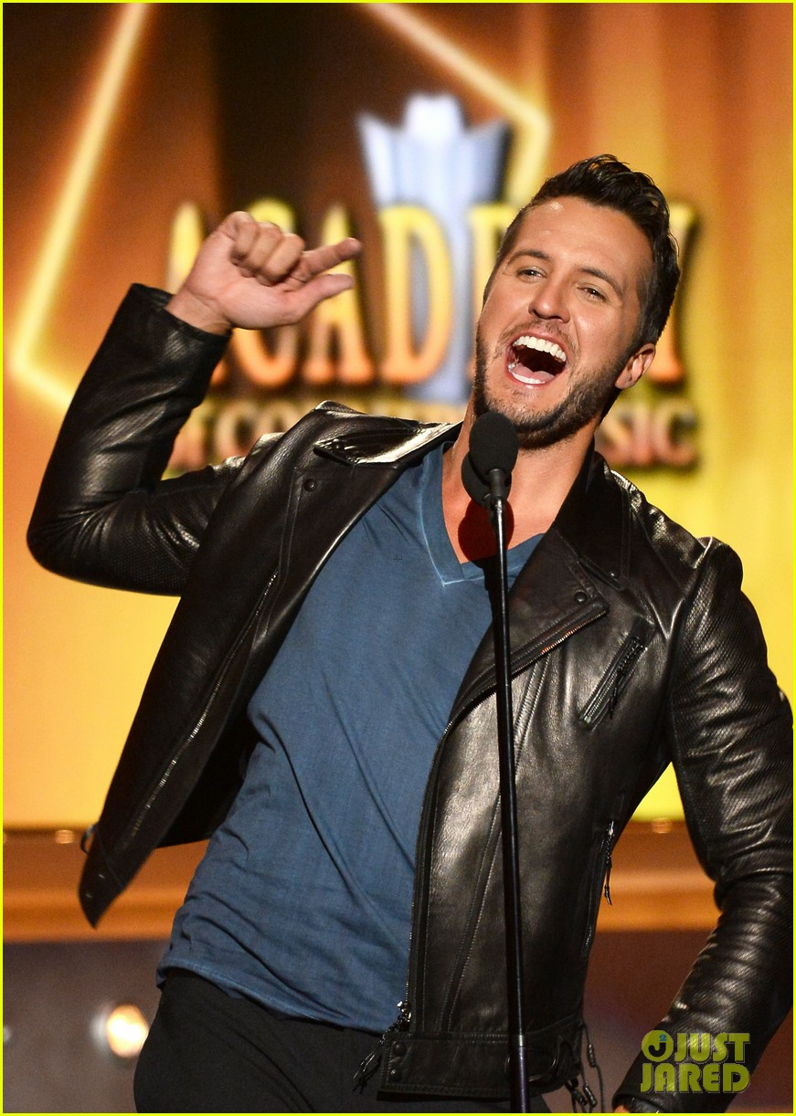 luke bryan play it again acm awards 2014 10