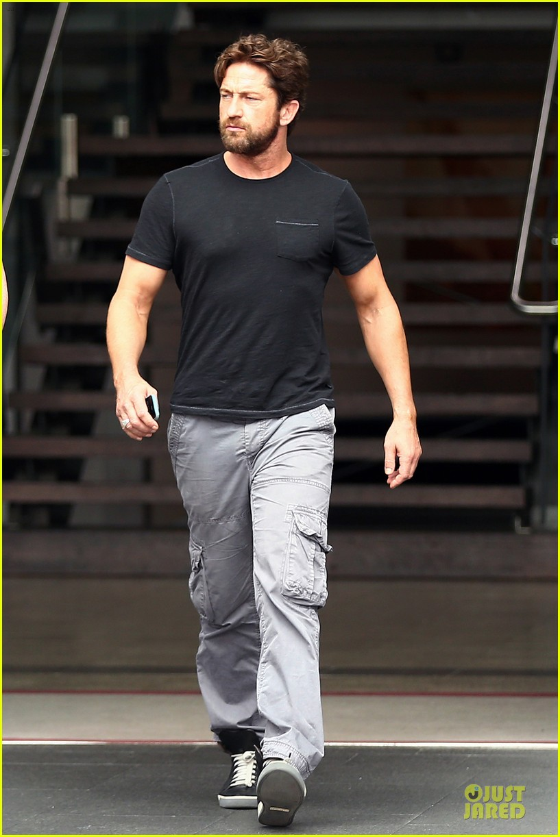 gerard butler oozes sex appeal with tight tee 053087149
