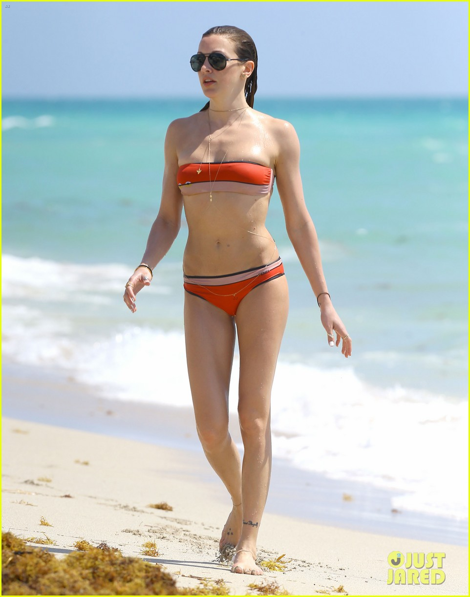 arrows katie cassidy shows off amazing body in tiny bikini 13
