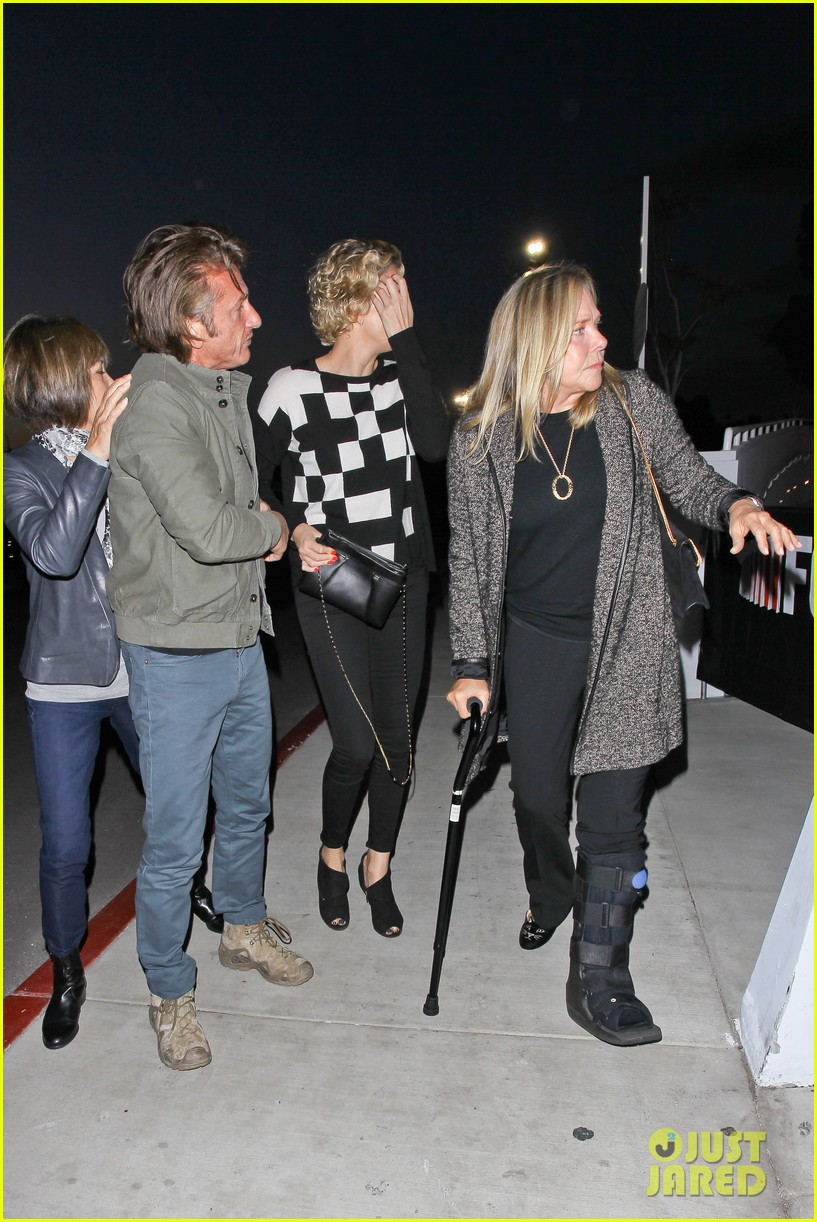 charlize theron sean penn not engaged yet 233100356