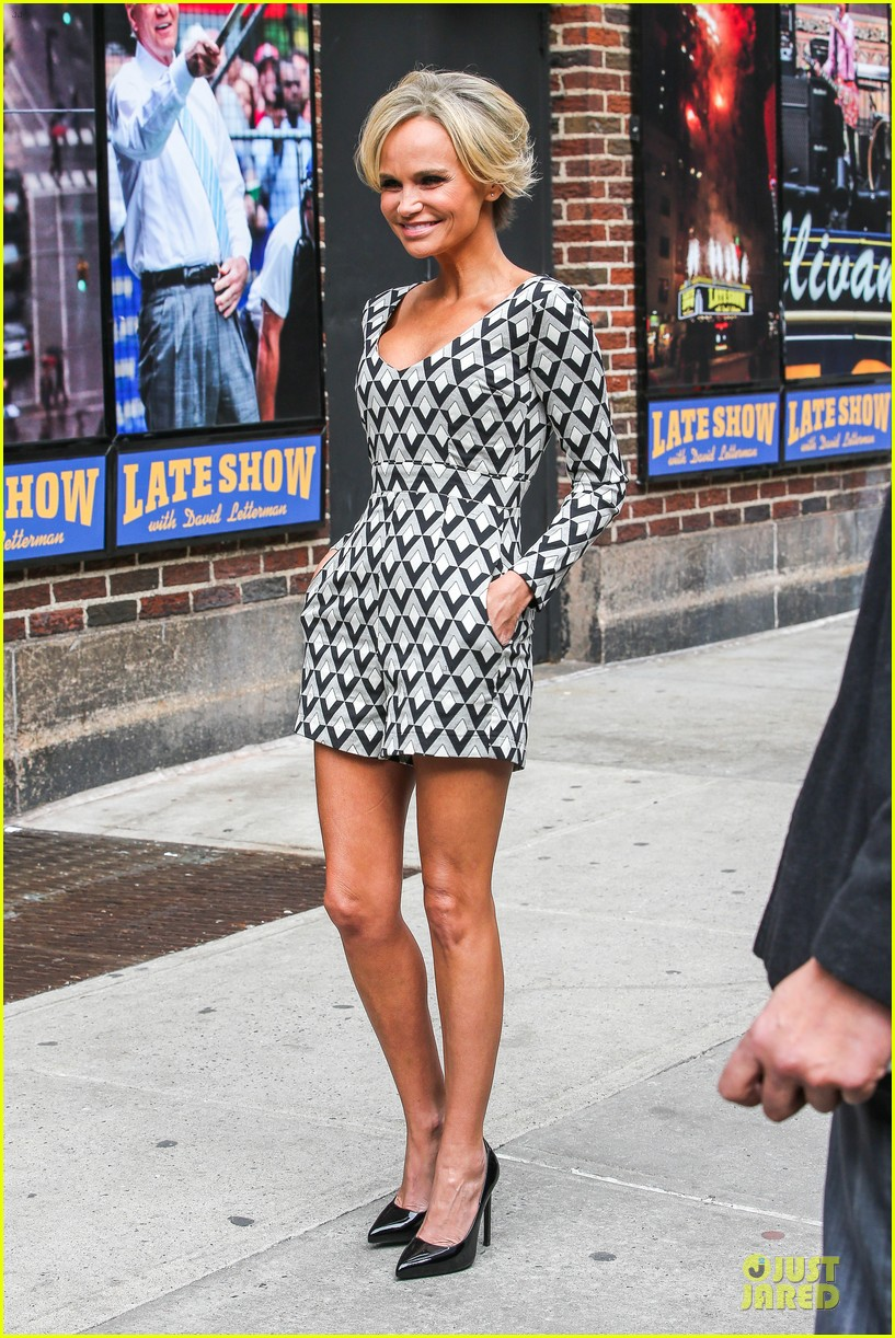 kristin chenoweth tones it up for letterman 01