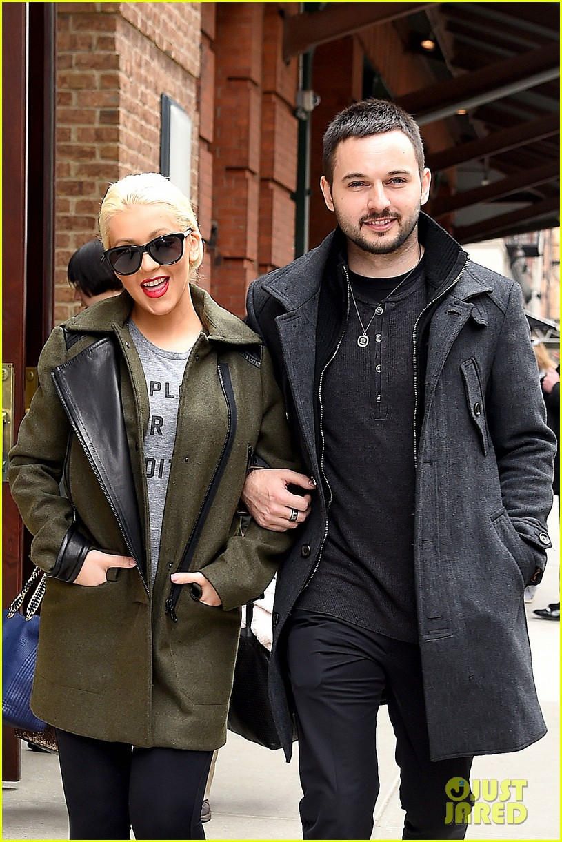 christina aguilera shares adorable baby bump pic her baby loves nyc 033093953