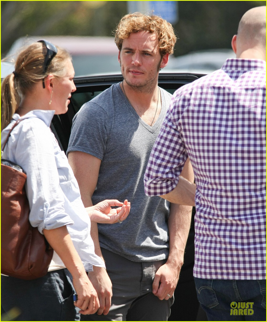 sam claflin very happy with extra gun show 20