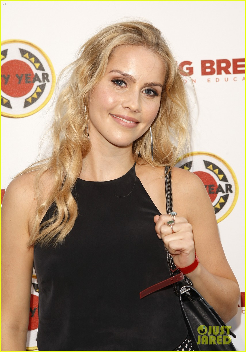 claire holt taylor kinney vampire diaries city year los angeles 04