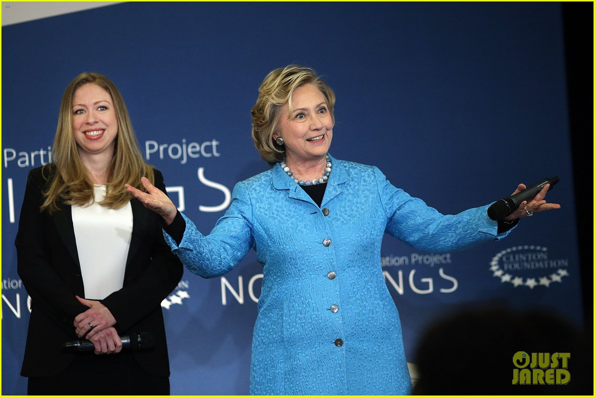 pregnant chelsea clinton hits red carpet 12