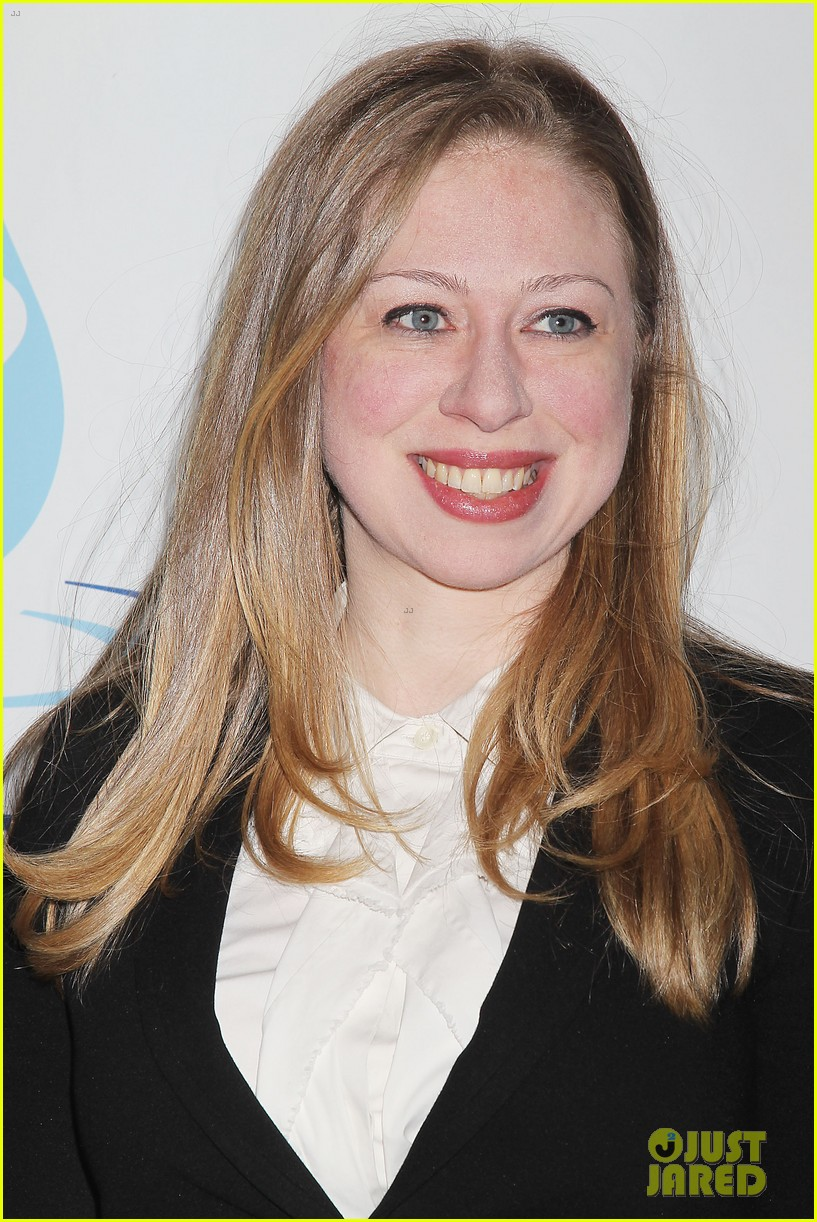 pregnant chelsea clinton makes appearance at riverkeeper event 15