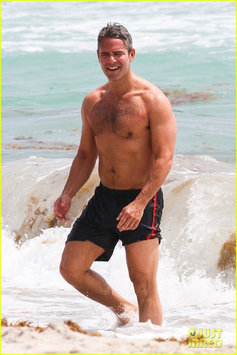 andy cohen shirtless uses tinder 143084798