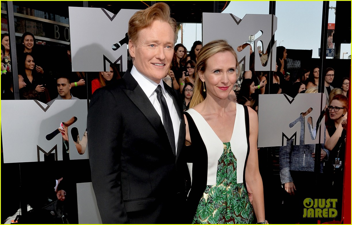 Conan O'brien Wife Pics Conan O'brien Brings Wife Liza