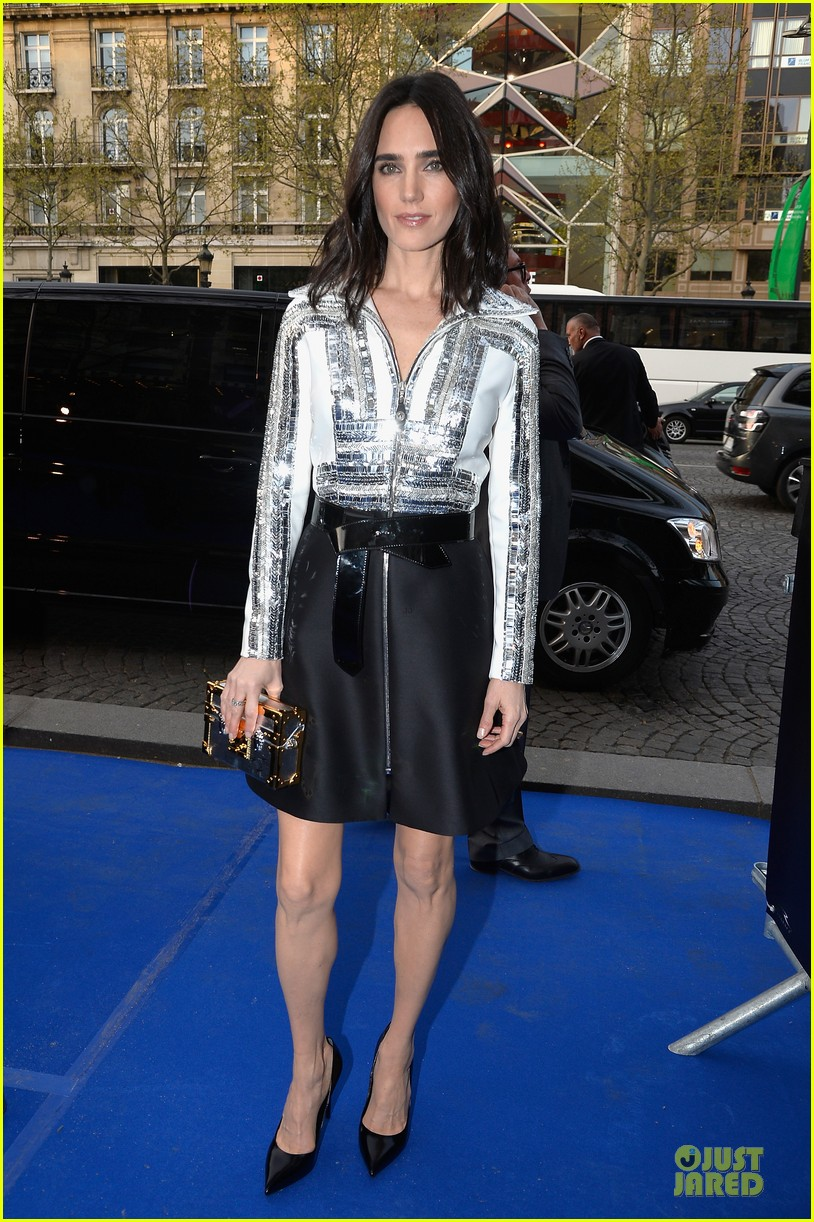 jennifer connelly stuns at noah paris premiere 063083017