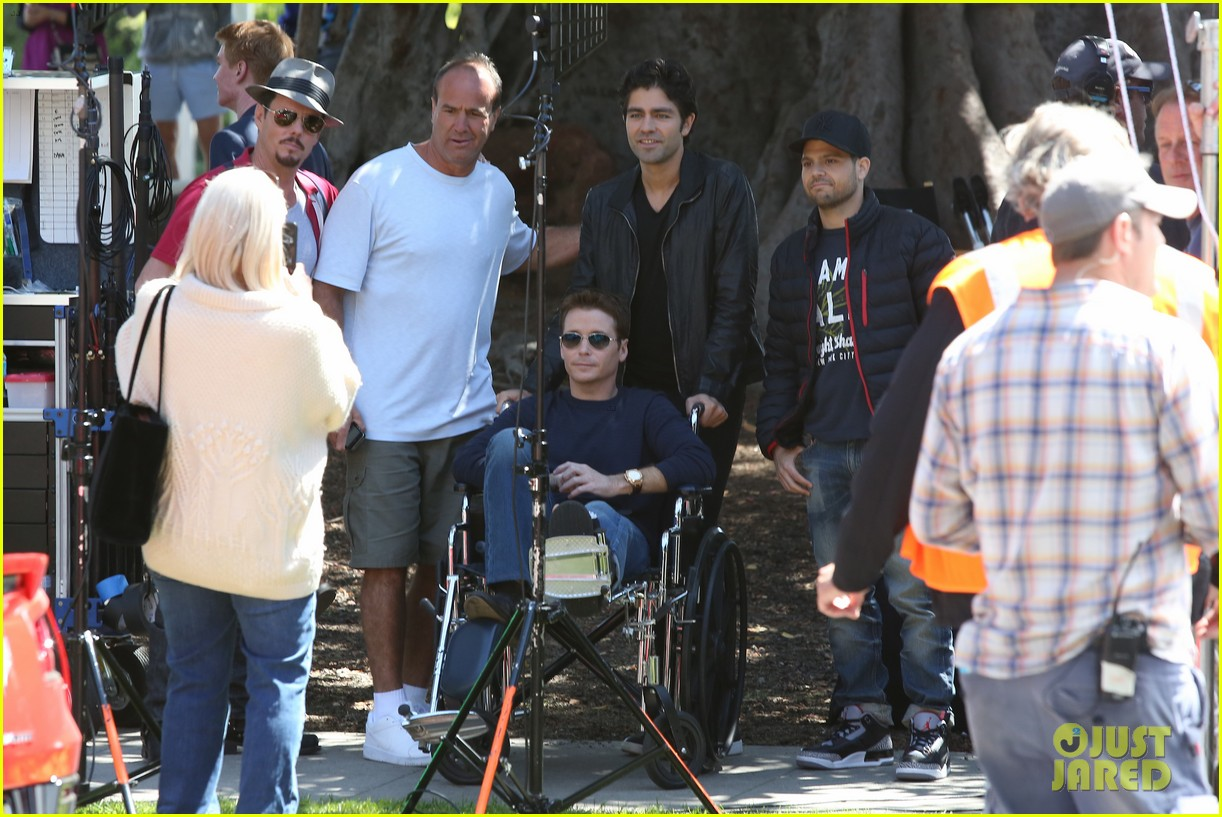 kevin connolly returns to entourage set after breaking his leg 10